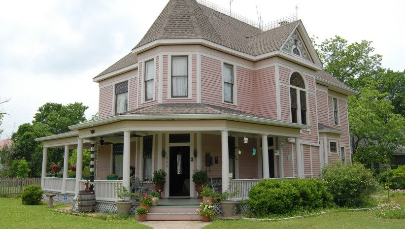 Image of a historic home in Taylor, Texas