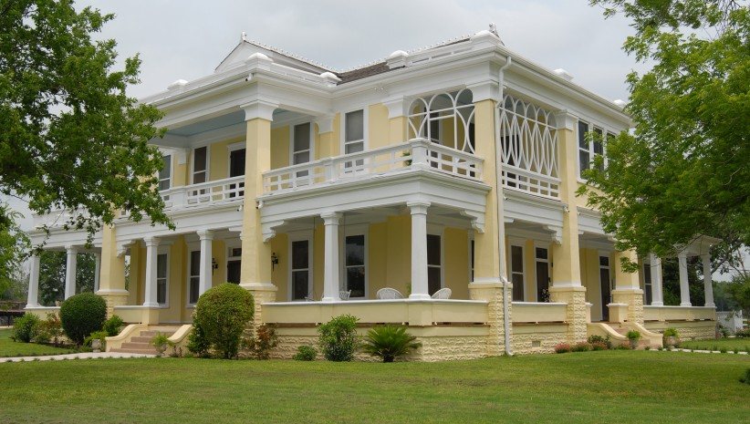 Image of a historic mansion in Taylor, Texas